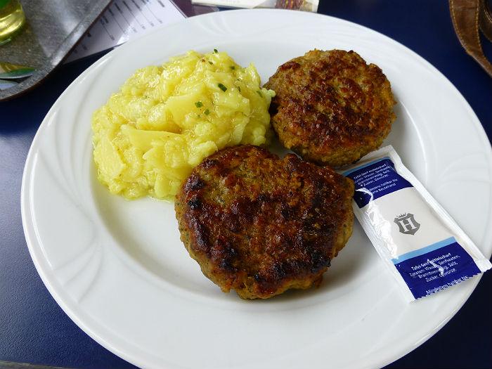"""""""Fleischküchle"""" and potato salad"""