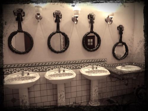 Toilets in Paris, Las Vegas