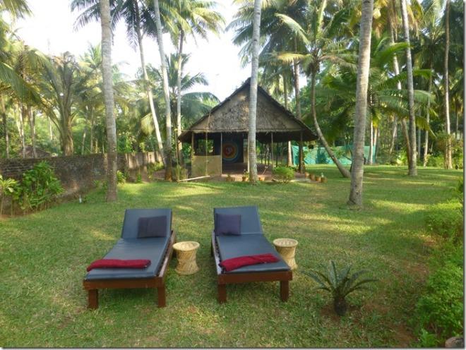 kadaltheeram_ayurvedic_beach_resort_garden1
