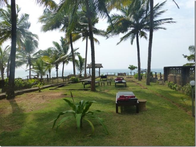 kadaltheeram_ayurvedic_beach_resort_garden2