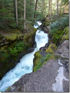 glacier_lake_avalanche1.jpg